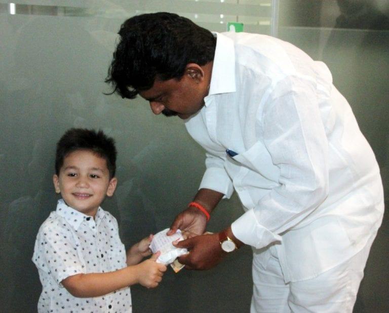 Niño de 4 años dona sus ahorros para combatir la pandemia de coronavirus